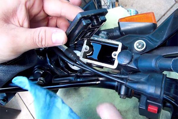 vidange du circuit de freinage de votre motocross mx. Black Bedroom Furniture Sets. Home Design Ideas