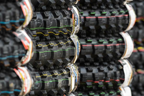 Les constructeurs de pneus moto tout terrain