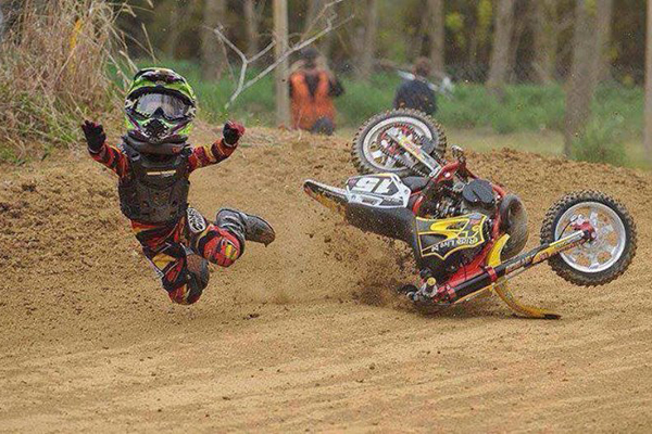 Une mauvaise journ�e dans la vie d'un pilote de motocross, Volume 6
