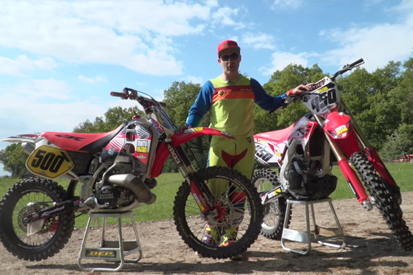 Honda CR500 2T 1994 Vs Honda CRF450R 4T 2017