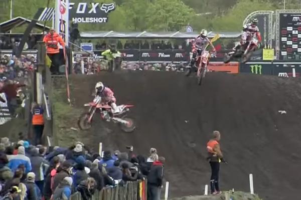 MXGP Crash, Jorge Prado Garcia atterrit dans les spectateurs