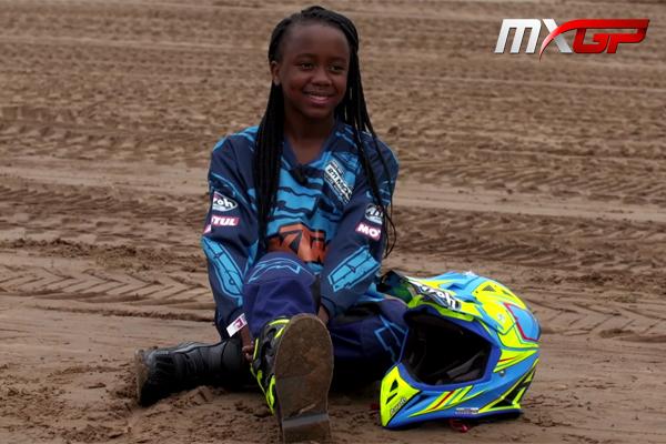 Découvrez la belle histoire de cette jeune africaine passionnée de motocross