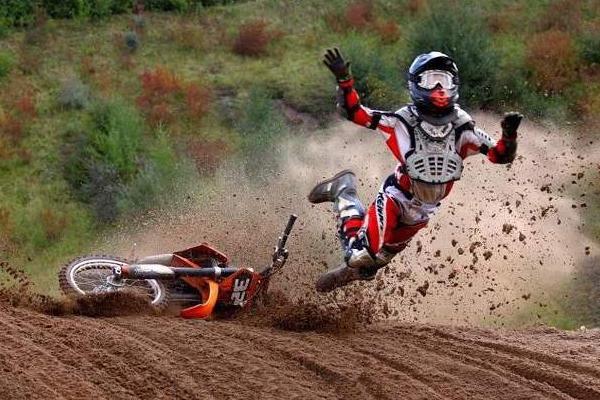 Une mauvaise journée dans la vie d'un pilote de motocross, Volume 28