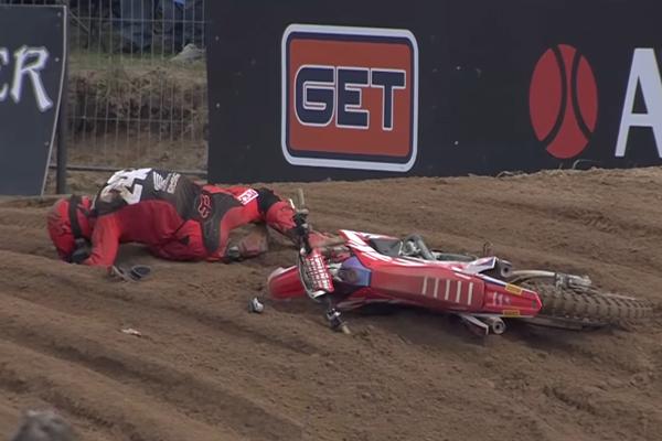 MXGP, Grosse chute de Tim Gajser en Lettonie