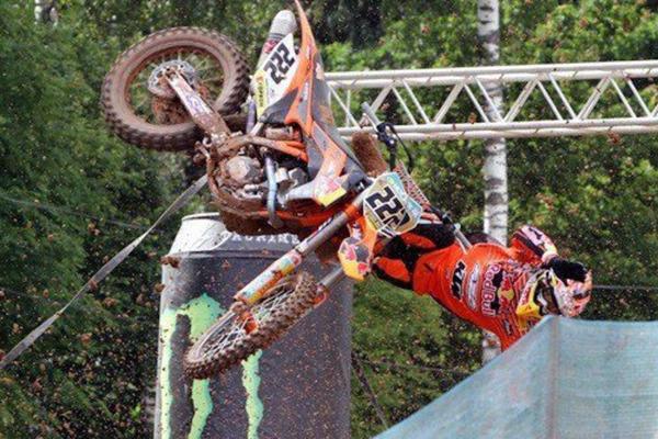 Une mauvaise journée dans la vie d'un pilote de motocross, Volume 23