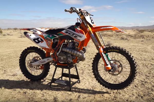 Il fusionne une KX 500 avec une KTM 350 pour créer un monstre