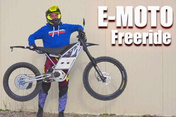 Il teste une moto électrique de seulement 42kg !!!